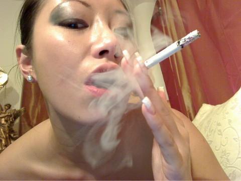 Harte Erziehung...bei Zigarettenqualm, Asche und Spucke