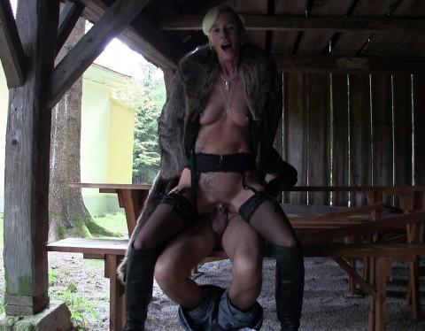 outdoor sex im pelzmantel