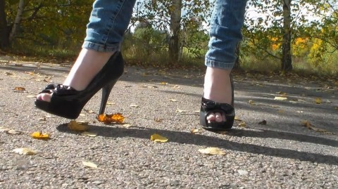 Kleiner Walk in High Heels